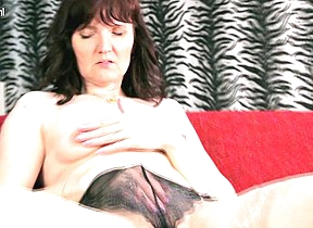 Horny mature slut playing far herself