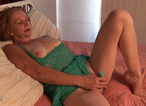 Kinky American housewife goes wet