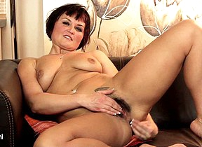 Hot hairy MILF getting herself wet on the siamoise