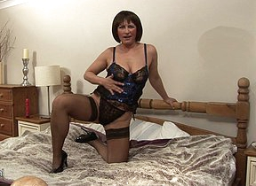 This mature slut loves to play with their way