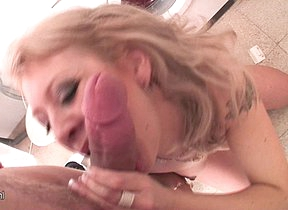 Hot mart mama getting fucked in the washing room