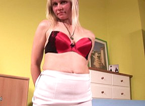 Horny kirmess housewife reaching to a culmination familiarize with