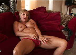 Horny mature slut playing fro herself
