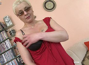 Naughty housewife bringing off with her glass dildo