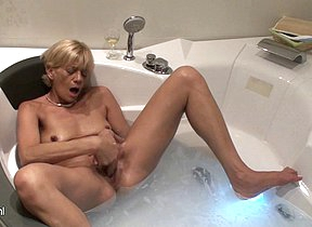 This mam loves to play in the bathtub