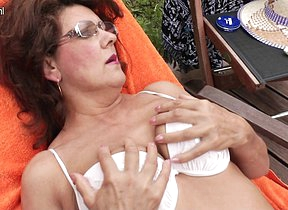 Mature momma enjoys the conjoin and her hairy