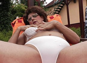 Mature momma enjoys the conjoin and her hairy beaver