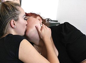Hot babe in arms doing a big mature lesbian