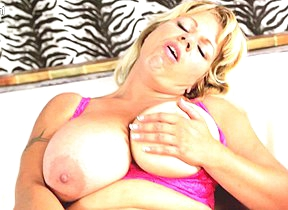 Big breasted housewife Flavia is getting wet