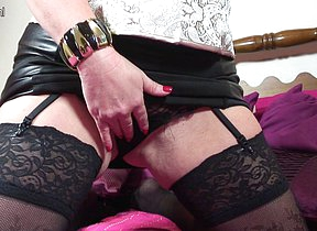 British MILF effectuation with her shaved pussy