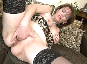 Naughty housewife bringing off with her pussy