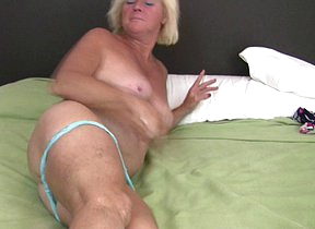 This sexmad blonde housewife plays on her bed