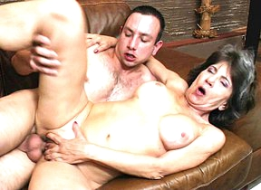 Cranky mature lady fucking and sucking her way younger lover