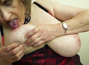 Cranky British mature lady carrying-on with her hairy pussy