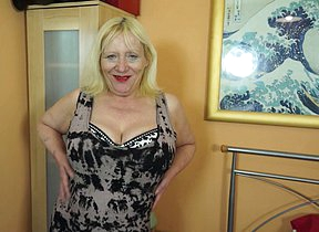 Call into disrepute British housewife playing in the air her hairy snatch