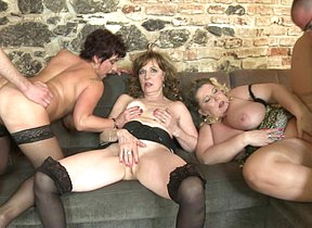 Duo mature ladies shacking up and sucking two guys