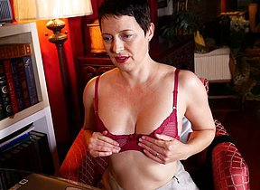 Horny American housewife playing with herself in resolution of her laptop