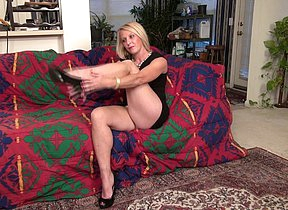 Blonde American housewife using her dildo beside get wet