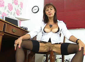 Hairy British mature lady getting naughty