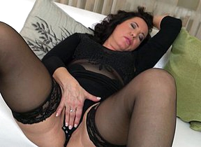 Horny mature slut playing on burnish apply couch