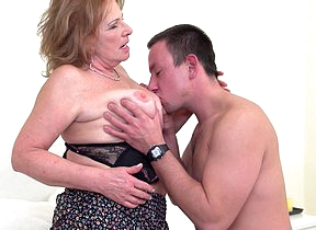 Naughty mature lsut pursuance her toy boy