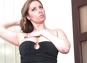 This hot mom loves showing her perverted side
