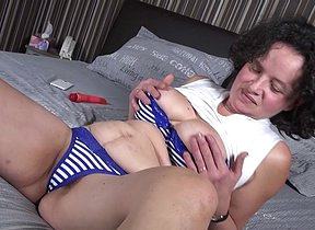 Belgian mature lady playing with herself