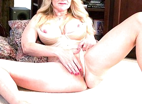 Naught American housewife carryingon with her