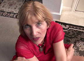 American mature lady shows how bendy she still is