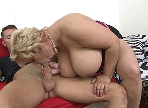 Big mature mama fucking and sucking her ass off