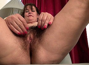 Hot American housewife getting the brush hairy
