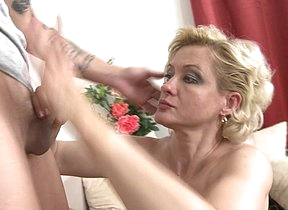 Horny housewife doing the brush young beau