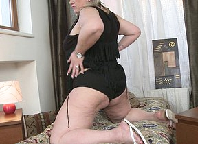 Horny housewife playing with her wet beaver