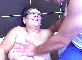 Mature BBW fucking increased by sucking her toy boy