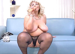 Naughty mature BBW playing on touching herself