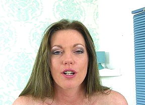 British MILF Holly Kiss getting very naughty