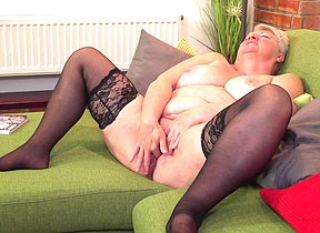 Chubby mature slut playing with her chunky tits