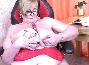 Big breasted grown up BBW playing with her pussy