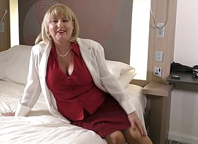 Curvy British housewife playing in bed