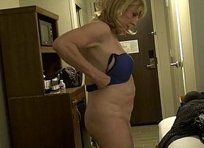 Horny mature puts on her dress but she finds