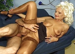 Naked blonde granny uses her skills to ride