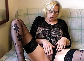 Home solo reveals womans slutty side as she