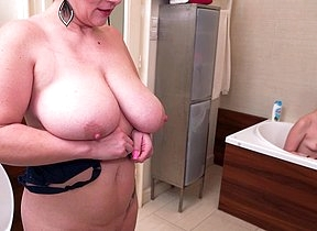 Steamy hot MILF taking a bath with her niece and