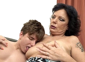 Two horny Milfs share their toyboys cock in hot