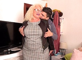 Spanish mature lady sucks plus fucks her toyboy