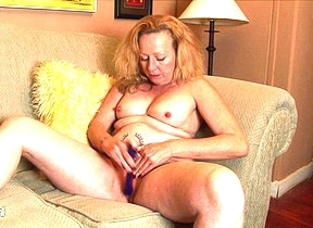 Horny American housewife playing on the Davenport