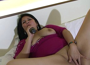 Fat mature slut playing with herself