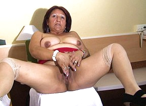 Mature Romina loves to action with a big dildo