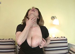Super hot MILF loves with reference to play with her hot body
