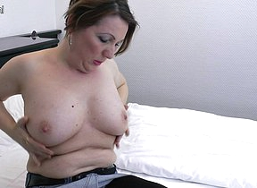Horny mature housewife loves to get her pussy wet